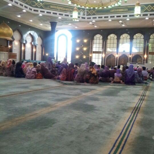 9/21/2012 tarihinde Mark A.ziyaretçi tarafından Masjid Al-Ameerah Al-Hajjah Maryam, Kg Jerudong'de çekilen fotoğraf