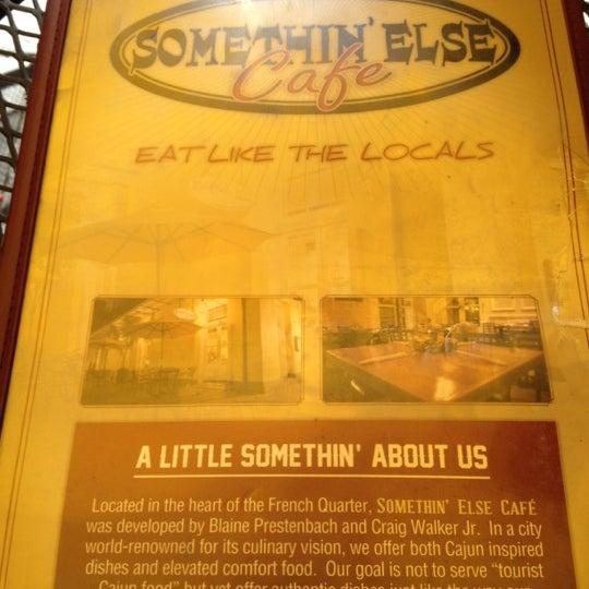 Снимок сделан в Somethin' Else Café пользователем Carlos T. 10/31/2012