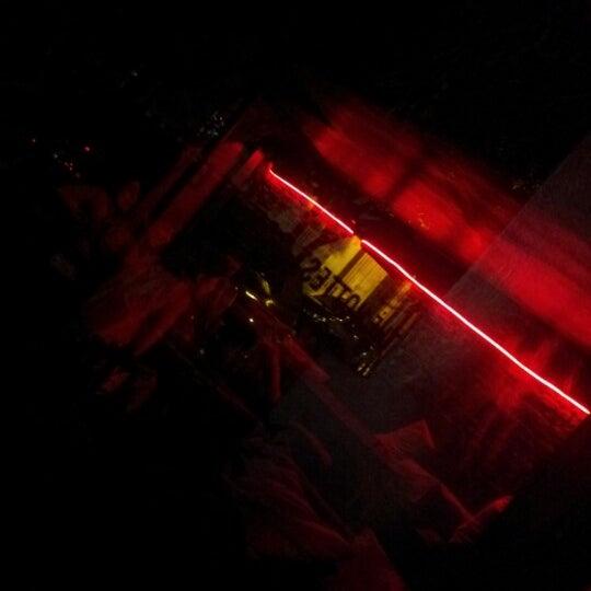 12/12/2012 tarihinde Sebastian N.ziyaretçi tarafından Sugar Bar'de çekilen fotoğraf