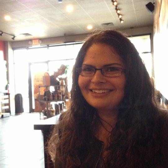 Foto scattata a Starbucks da Michael R. il 10/7/2012
