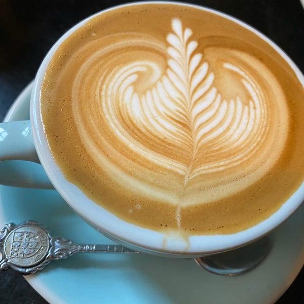 10/31/2019에 E T.님이 Cabrito Coffee Traders에서 찍은 사진