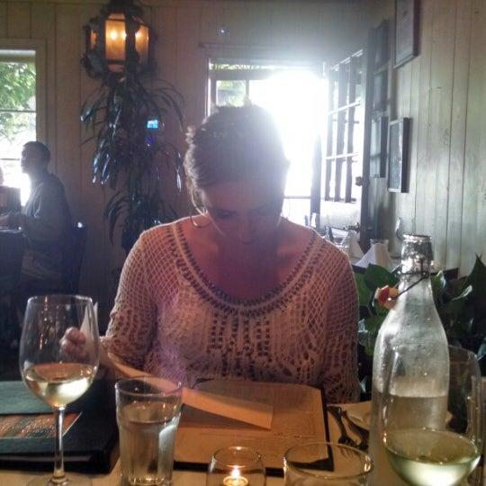 5/5/2014 tarihinde Patrick B.ziyaretçi tarafından Los Olivos Wine Merchant Cafe'de çekilen fotoğraf