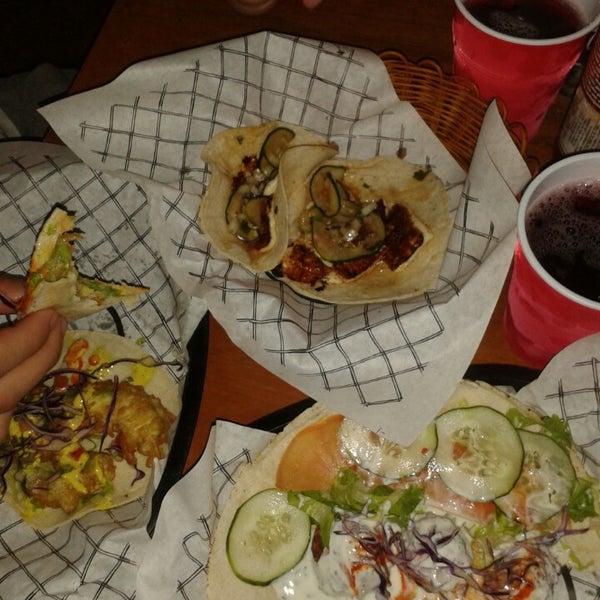 Das Foto wurde bei Truck Chef Urban Food von Astrid V. am 10/15/2014 aufgenommen
