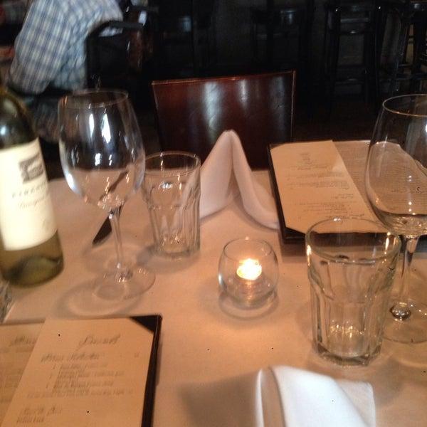 Foto scattata a Los Olivos Wine Merchant Cafe da Andrea T. il 5/5/2014