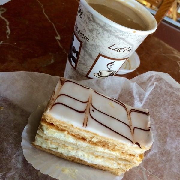 Foto tomada en Settepani Bakery por Dennis F. el 1/16/2015
