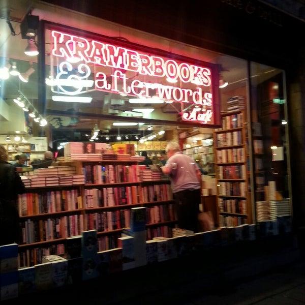 Photo prise au Kramerbooks & Afterwords Cafe par Julie J. le7/28/2013