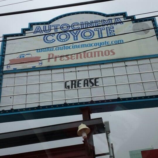 รูปภาพถ่ายที่ Autocinema Coyote โดย J l. เมื่อ 9/8/2013
