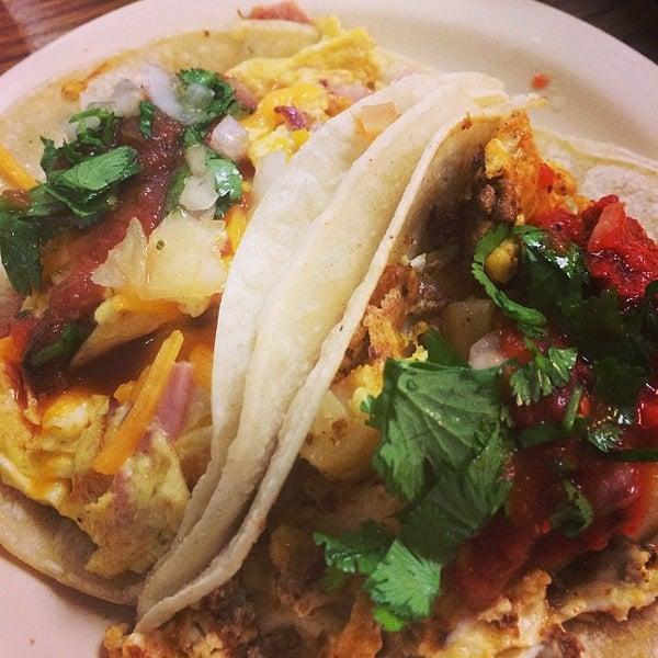 Снимок сделан в La Mexicana Bakery пользователем Anita S. 3/7/2014
