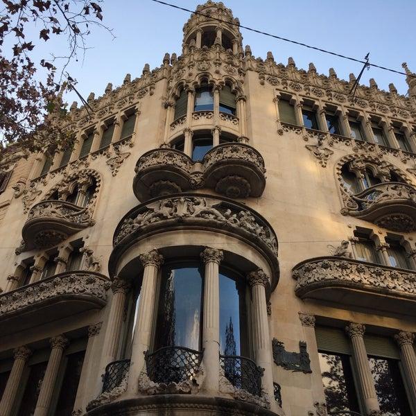 รูปภาพถ่ายที่ Casa Lleó i Morera โดย Satish K. เมื่อ 1/9/2019