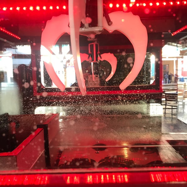Foto diambil di Mickie Finnz Fish House & Bar oleh Renee' T. pada 1/9/2020