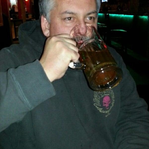 2/27/2014에 Zachary B.님이 Jerseys Bar & Grill에서 찍은 사진