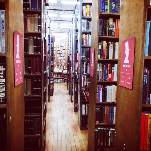 Foto scattata a Strand Bookstore da Alexey P. il 5/3/2013