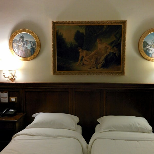 Foto scattata a Hotel Des Artistes da Vir O. il 6/22/2014