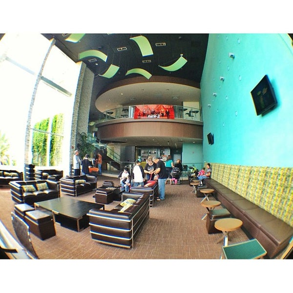 Garden Walk Mall Anaheim: UltraLuxe Anaheim Cinemas At GardenWalk (Now Closed