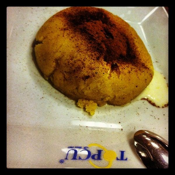 Foto diambil di Topçu Restaurant oleh Emre A. pada 10/6/2012