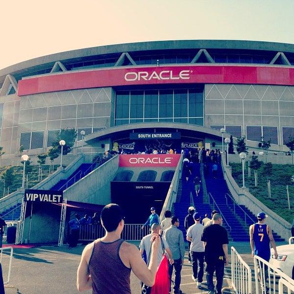 รูปภาพถ่ายที่ Oakland Arena โดย lunani เมื่อ 4/29/2013