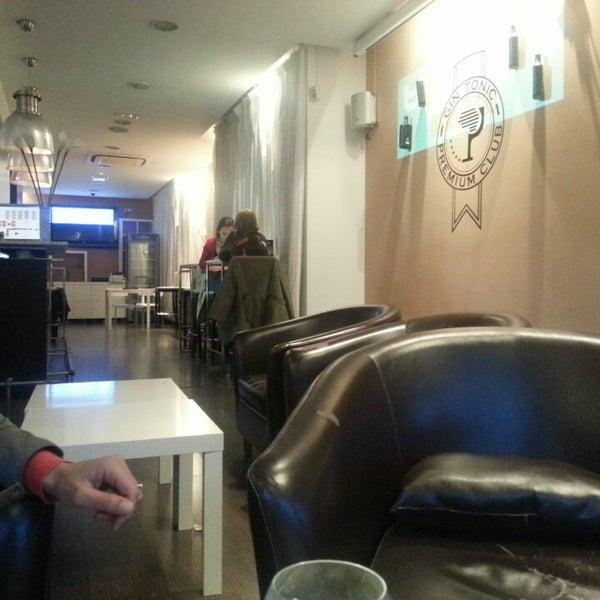 4/26/2013にFernando L.がScandalous Loungeで撮った写真