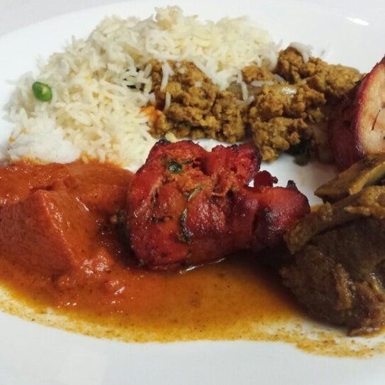 Photo prise au 2 Darbar Grill Fine Indian Cuisine par Nelson M. le5/31/2014