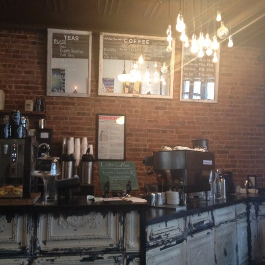 Das Foto wurde bei Lenox Coffee von Melissa A. am 3/6/2013 aufgenommen