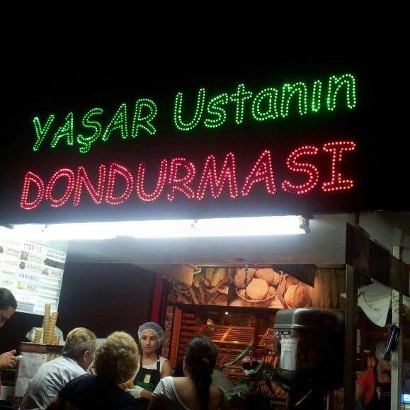 Foto tirada no(a) Dondurmacı Yaşar Usta por Baybars T. Y. em 8/13/2013