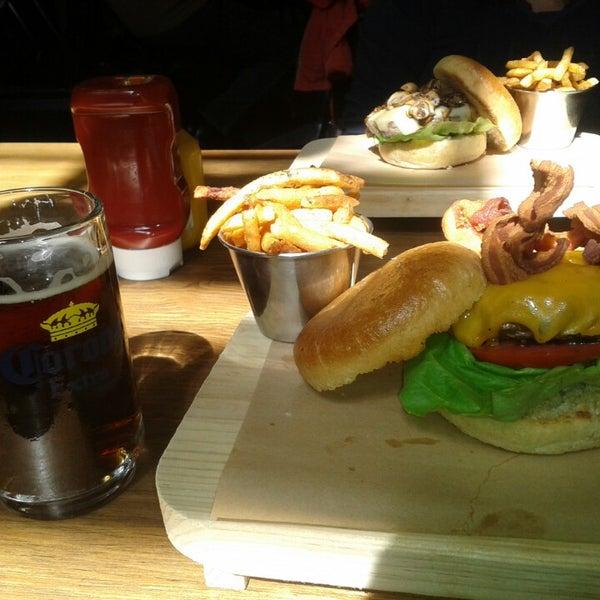 8/3/2013에 Hector F.님이 Smokey's Burger House에서 찍은 사진