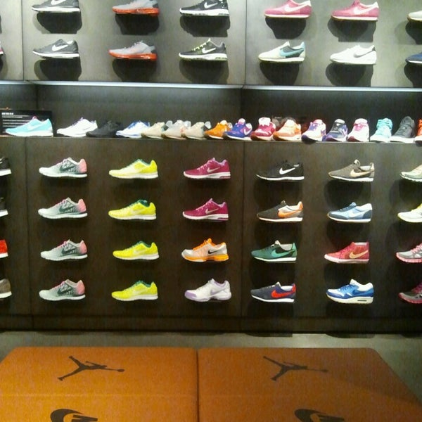 Derivare Deformare Laboratorio  Nike Store (Now Closed) - Centrale - Piazza Duca D'Aosta 1