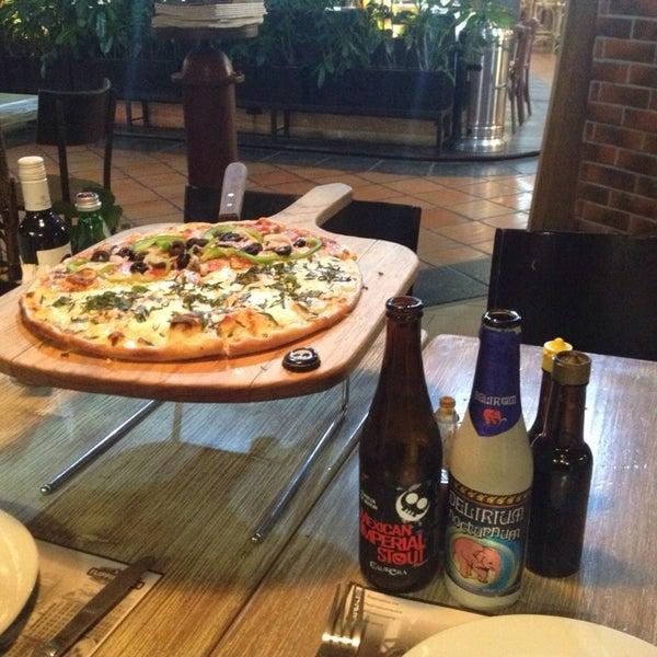 Cervezas, pizza Bronx y 4 quesos