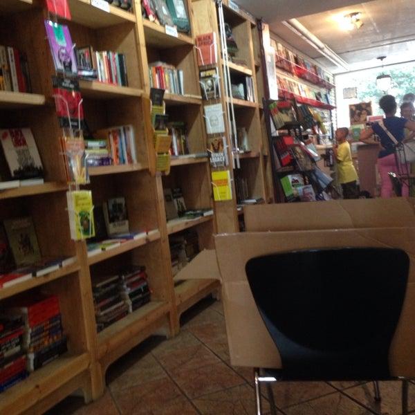 Foto scattata a Sankofa Books & Video da m. h. il 8/4/2014