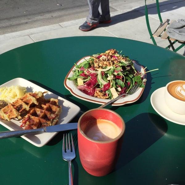 11/8/2014 tarihinde Bill C.ziyaretçi tarafından Linea Caffe'de çekilen fotoğraf