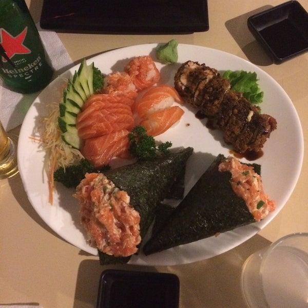 Foto tomada en Yatta Sushi por Milene D. el 10/8/2015