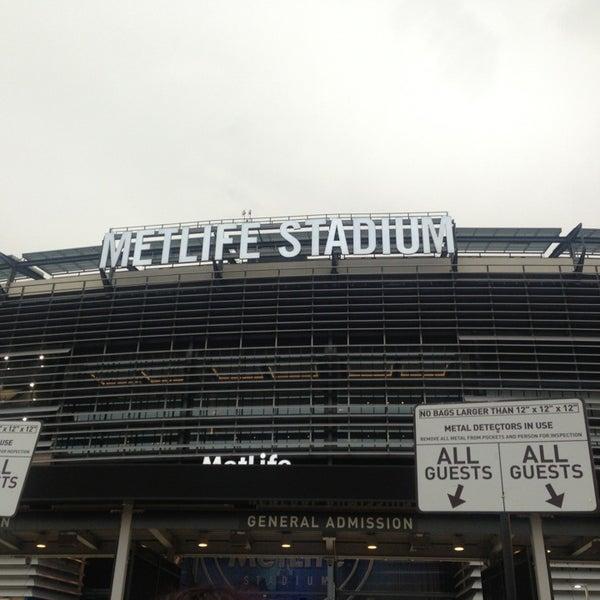 รูปภาพถ่ายที่ MetLife Stadium โดย Athina F. เมื่อ 7/25/2013