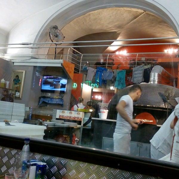 Foto tomada en Pizzeria O' Vesuvio Napoletana Forno Legna por Vladimir T. el 10/14/2016