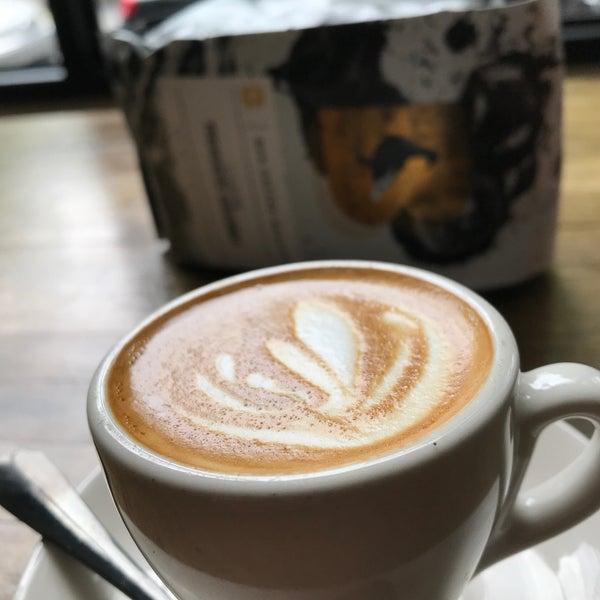 Foto tirada no(a) BKG Coffee Roasters por Dan C. em 5/19/2019
