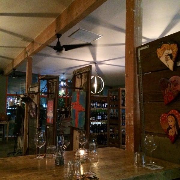 Photo prise au Barsha Wines & Spirits par Dana R. le5/12/2014