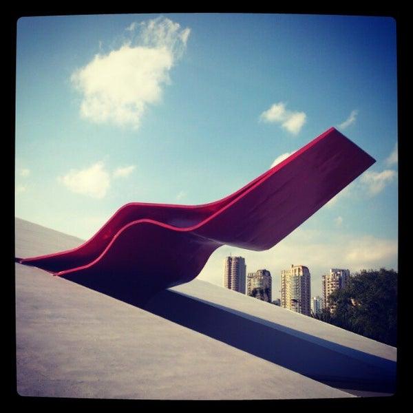 4/20/2013에 Jhon E.님이 Auditório Ibirapuera Oscar Niemeyer에서 찍은 사진