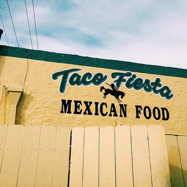 Foto tomada en Taco Fiesta por Ryan S. el 12/15/2014