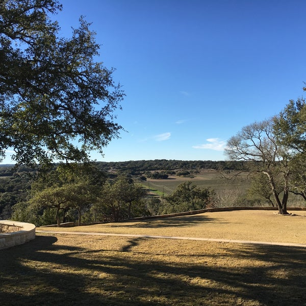 Foto diambil di Driftwood Estate Winery oleh Terrence S. pada 1/22/2016