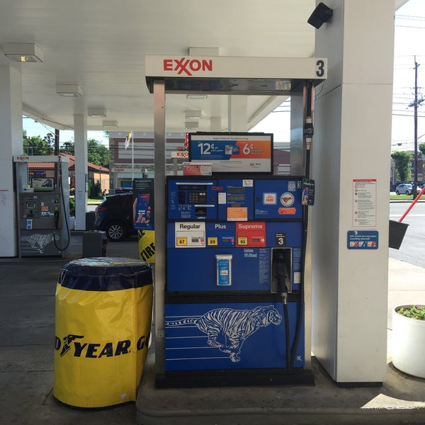 Lakeforest Exxon - Gas Station