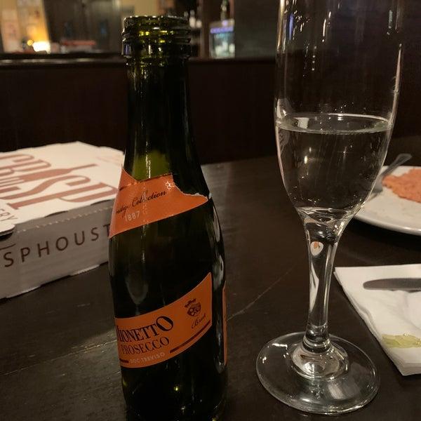 Foto tirada no(a) Crisp Wine-Beer-Eatery por Alex em 1/16/2020