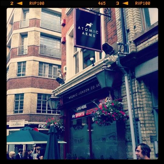 Снимок сделан в Sutton Arms пользователем Paul H. 7/19/2012
