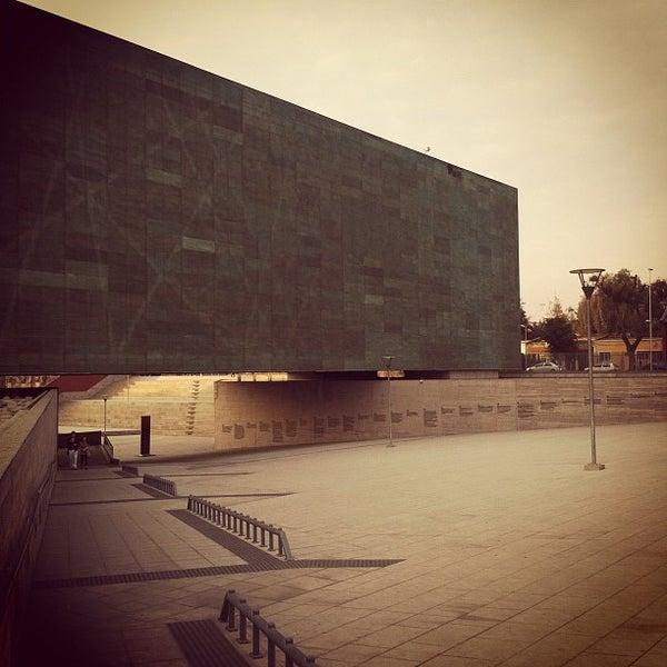 Foto diambil di Museo de la Memoria y los Derechos Humanos oleh Miguel O. pada 5/19/2012
