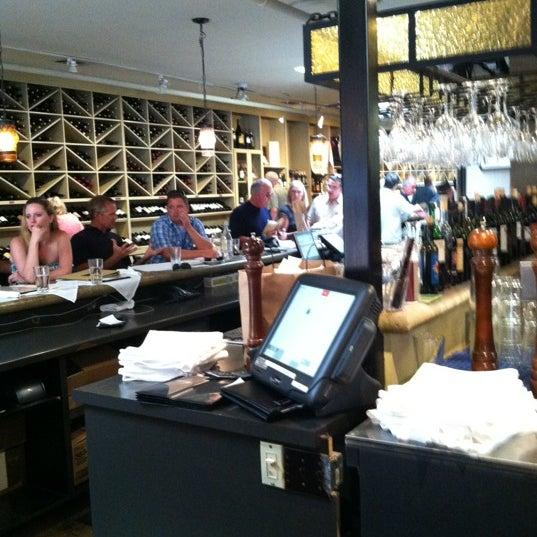 Foto scattata a Los Olivos Wine Merchant Cafe da Chris M. il 9/2/2012
