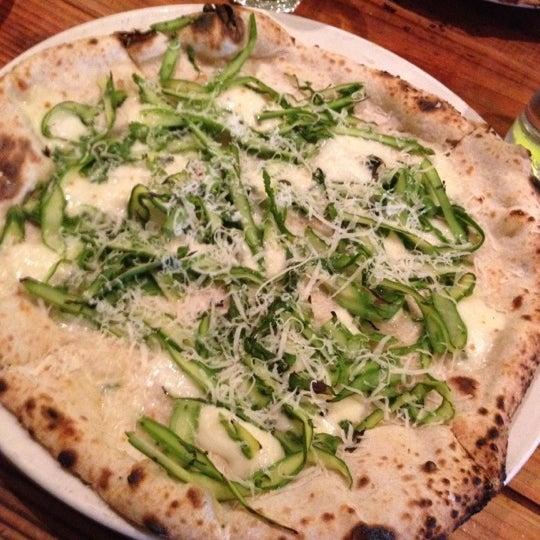 Photo prise au Pizzeria Libretto par Nathan R. le5/26/2012