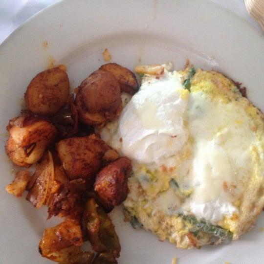 Das Foto wurde bei Lasagna Restaurant von Aksana B. am 4/15/2012 aufgenommen