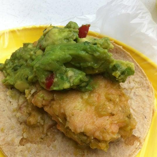รูปภาพถ่ายที่ Tacos Gus โดย Jorge P. เมื่อ 8/27/2012