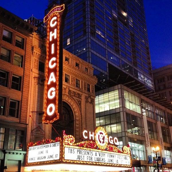 6/8/2012 tarihinde Natalia T.ziyaretçi tarafından The Chicago Theatre'de çekilen fotoğraf