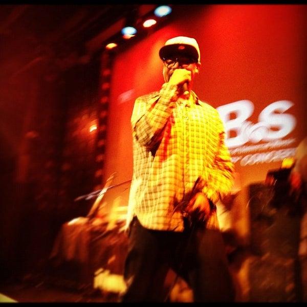 Снимок сделан в S.O.B.'s пользователем Steve R. 4/20/2012