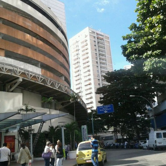 7/13/2012 tarihinde Ana M.ziyaretçi tarafından Shopping Tijuca'de çekilen fotoğraf