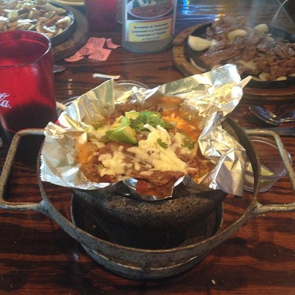 Das Foto wurde bei Mi Pueblito Restaurant Bar & Grill von Bob T. am 3/29/2012 aufgenommen