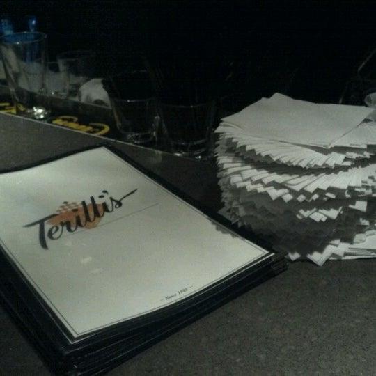 รูปภาพถ่ายที่ Terilli's โดย Juan T. เมื่อ 6/7/2012